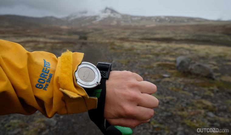 Suunto Ambit 2 zeigt GPS-Track beim Tracking in Island.