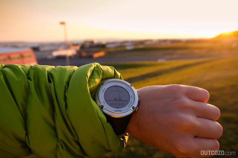 Suunto Ambit 2 zeigt die Sonnenuntergangszeit in Islands Mitternachtssonne