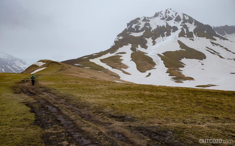 skaftafell matsch und schnee auf dem wanderweg s3