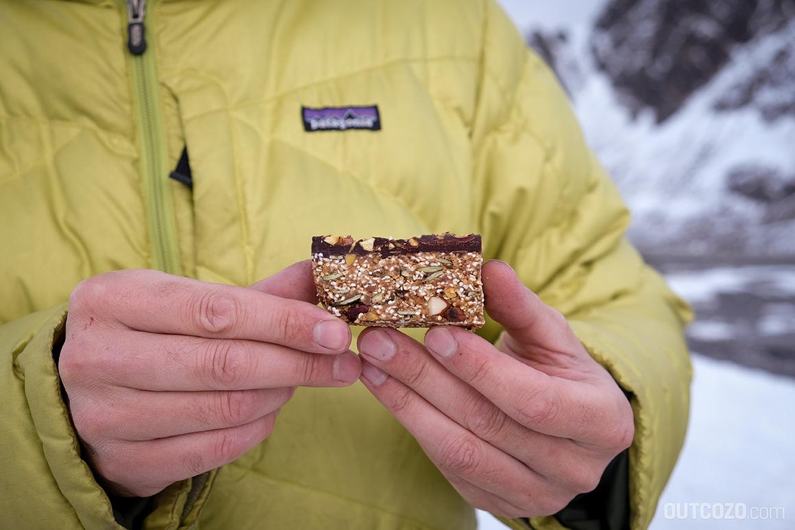 Dattel-Müsliriegel selbst gemacht: der ideale Snack für Wanderungen und Skitouren