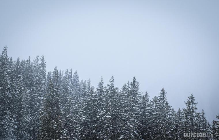skitour im dichten nebel und schneefall