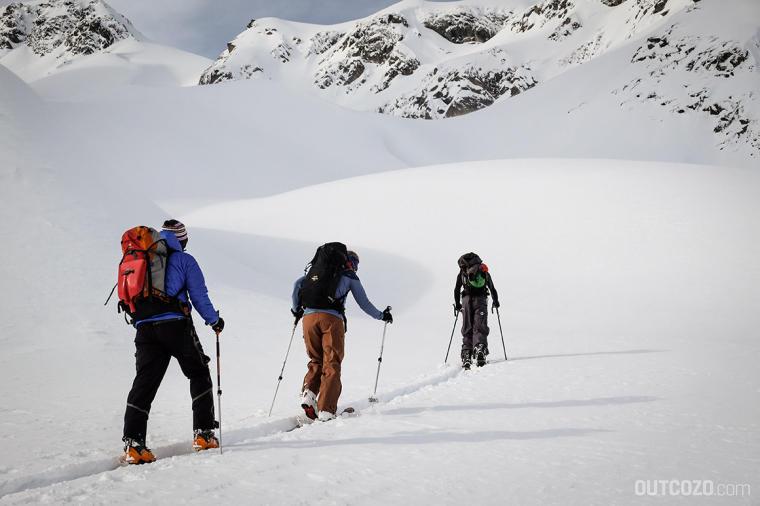 Der erste zu sein bedeutet auf einer Skitour vorspuren. Anstregend, aber lohnend.
