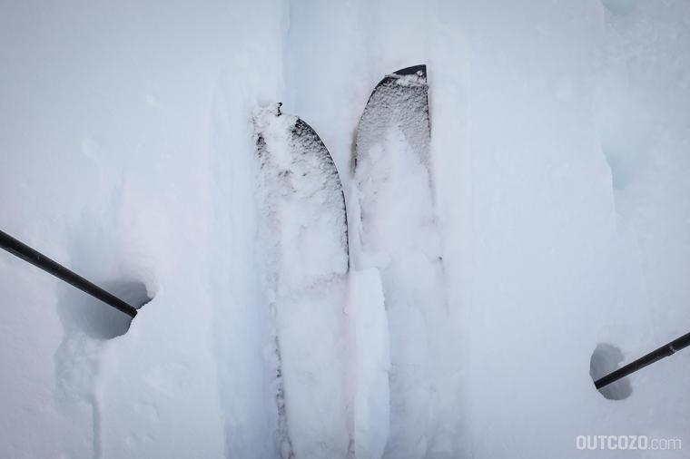 Mit zunehmender Höhe wird der trockene Neuschnee tiefer und tiefer. Vorfreude pur.
