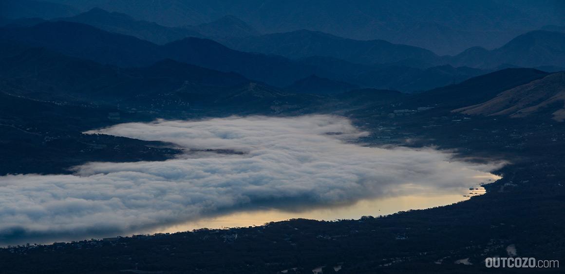 Lake Yamanaka spiegelt die Morgensonne