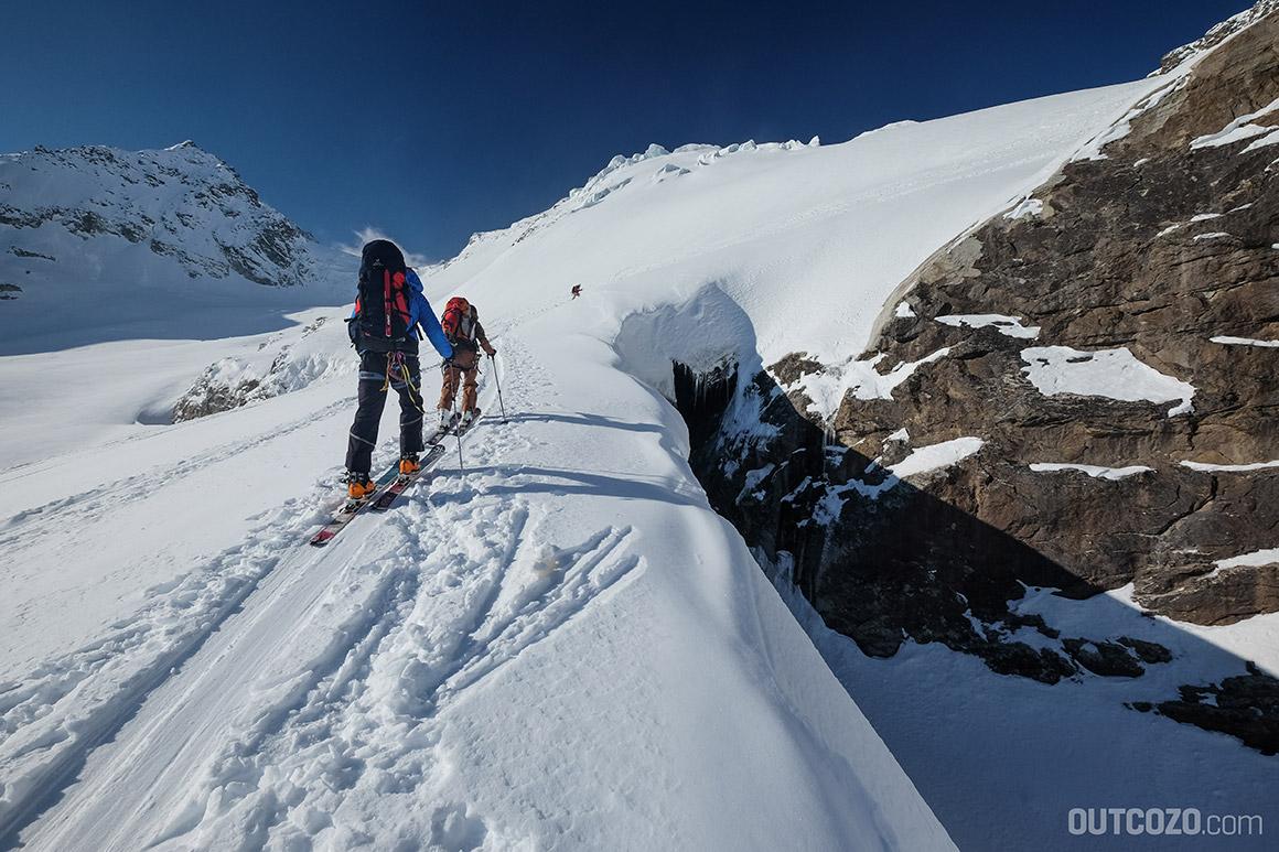 Riesige Spalte im Ochsentaler Gletscher auf dem Weg zum Piz Buin
