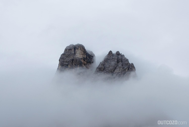 Gorillas...äh...Berggipfel im Nebel