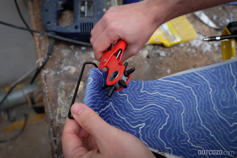Skifell lochen zur Montage des Tailclips