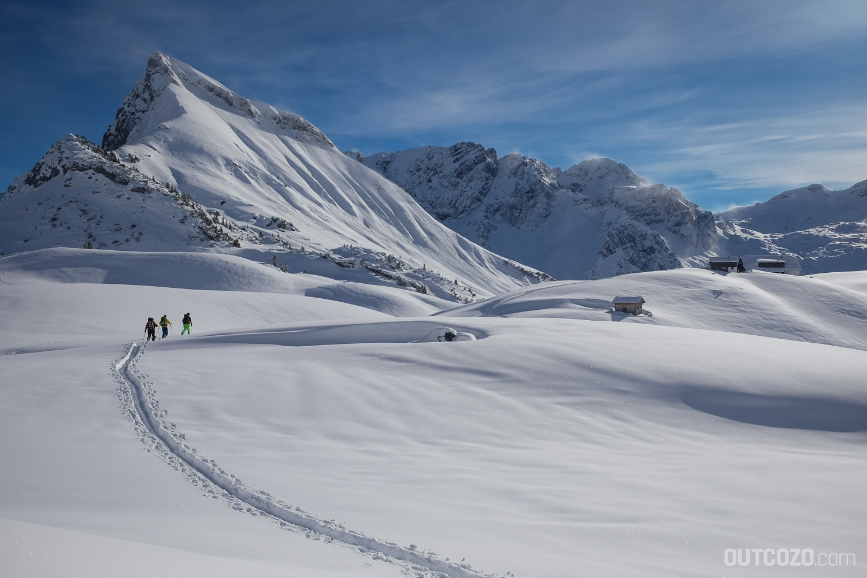 Schadona Rothorn mit Biberacher Hütte im Winter