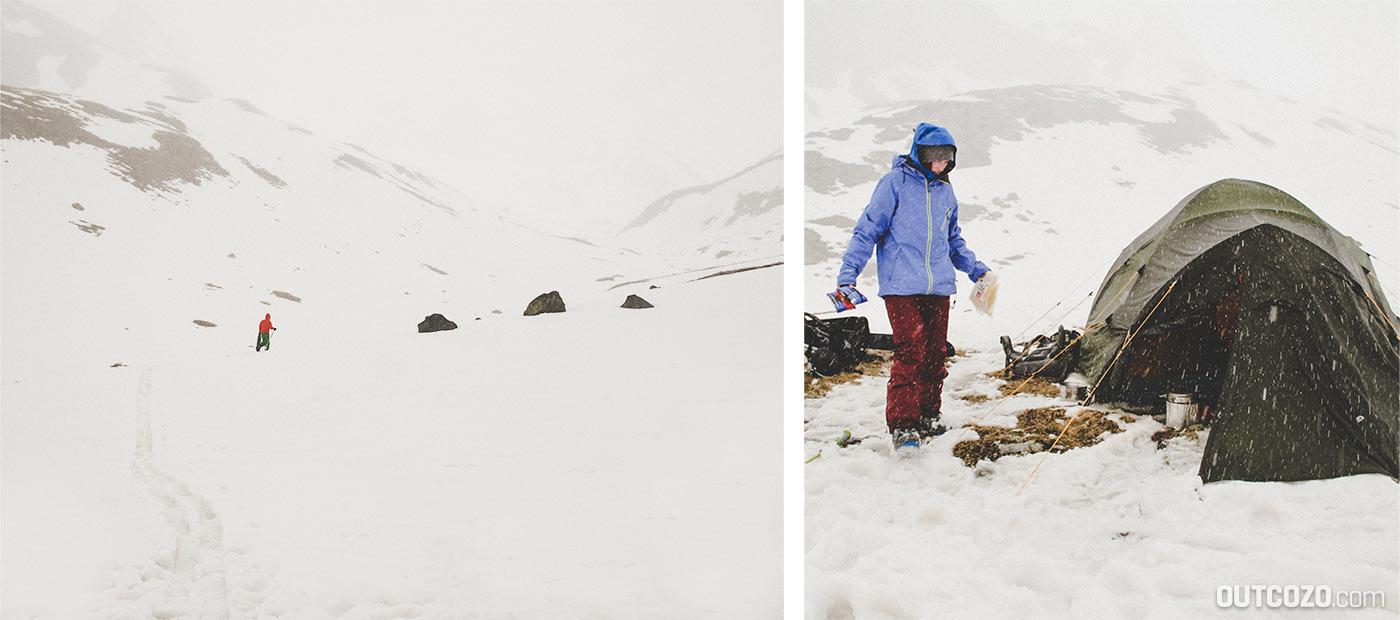 Zelten beim Nebel und Schnee