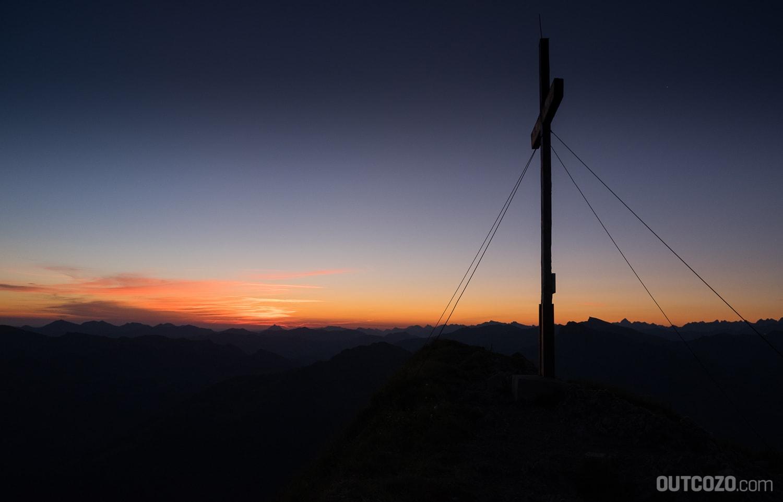 Kanisfluh Sonnenaufgang mit Gipfelkreuz
