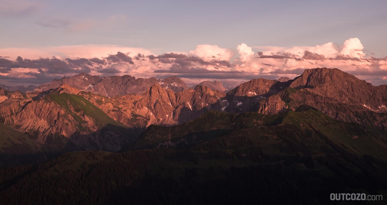 Alpenglühen über Hochkünzelspitze, Zitterklapfen und bis zum Arlberg