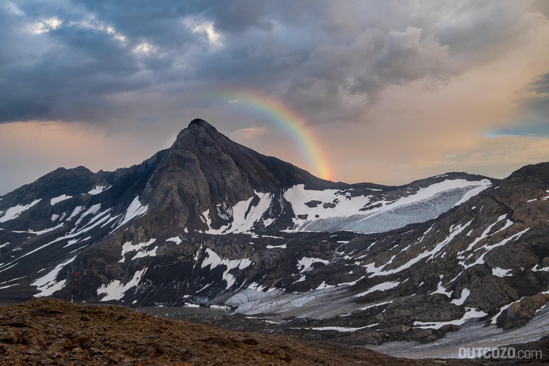 Regenbogen am Berg