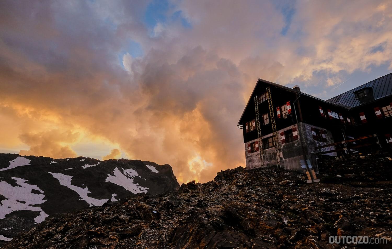 Mannheimer Hütte im Sonnenuntergang